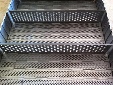 Perforated baffles on the perforated plate conveyor belt.